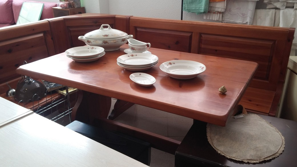 Muebles mobiliario segunda mano madrid reutiliza todo - Mesas segunda mano madrid ...