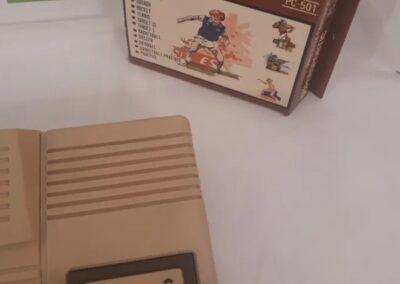Con su caja original con instrucciones y un cartucho