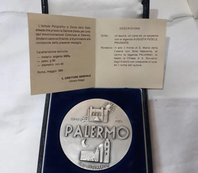 Preciosa Medalla conmemorativa de la ciudad de palermo. Plata 988