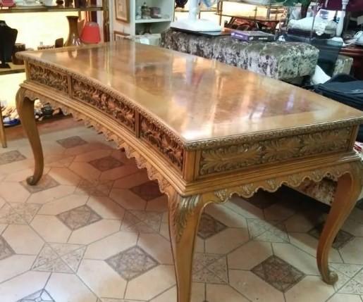 Preciosa Mesa Despacho,madera noble tallada